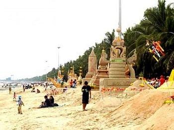 ko srichang songkran festivel sand thai new year