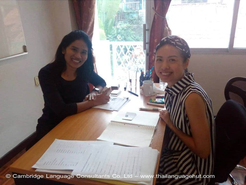 Teacher Aoi and student from Hong Kong learning the Thai language